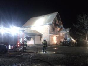 Grodziec. Prawie 40 strażaków gasiło pożar poddasza domu
