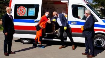 """Słupca. Do szpitala trafił nowy, specjalistyczny ambulans typu """"C"""""""