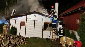 Kępa. Nocny pożar domku letniskowego.Spalił się drewniany dach