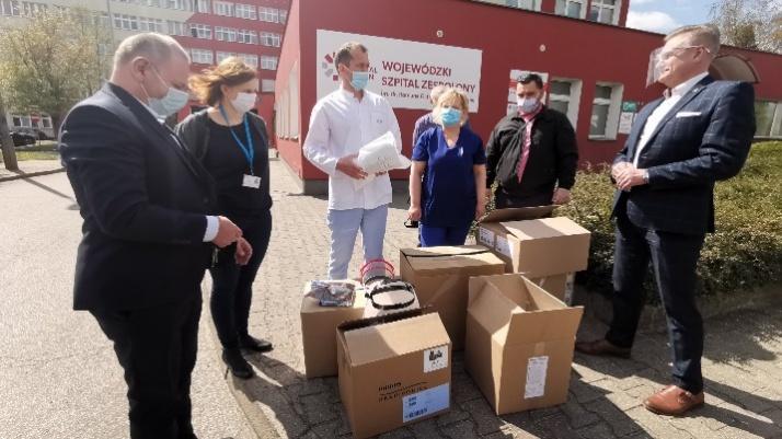Oklaski dla medyków i respirator dla płucnego od MZGOK Konin