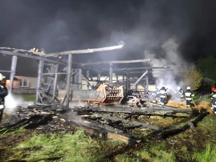 Pożar w gminie Krzymów. Spłonęła stodoła z maszynami rolniczymi