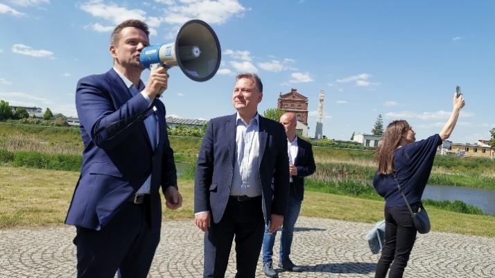 Spacer po bulwarze z Rafałem Trzaskowskim. Konin jest wyjątkowy