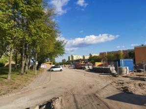 Konin. Wyłączony parking wzdłuż budowy wiaduktu na V osiedlu