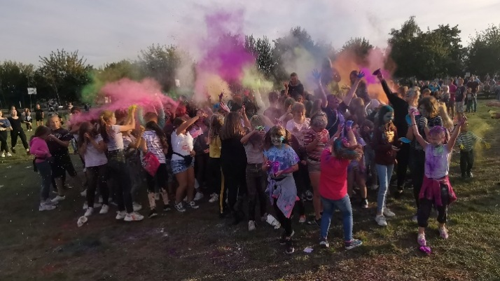 Połączyli kolor z folklorem. Festiwal na konińskim Chorzniu