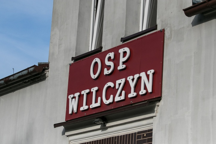 Wilczyn. Racami i szampanem przywitali nowy wóz w OSP