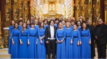 """Przy licheńskich organach zabrzmiał chór bazyliki """"Stabat Mater"""""""