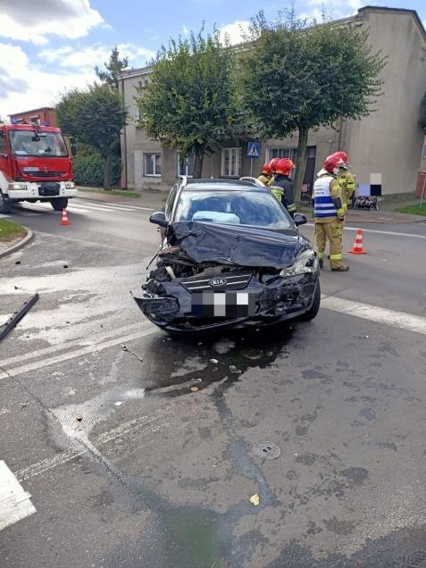 Wypadek na Golinie. Bus zderzył się z samochodem osobowym