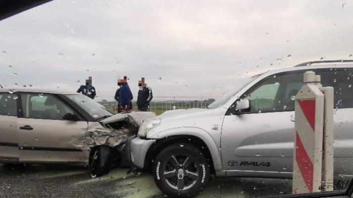 Konin. Wypadek na przeprawie. Zderzyły się cztery samochody