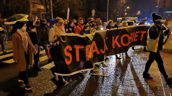 Konin. Nie odpuszczają! Protestujący blokowali Rondo Solidarności