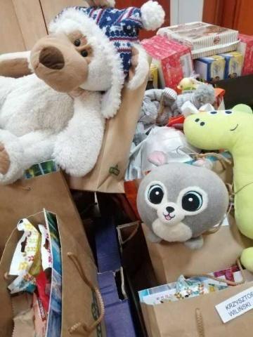 Przekazali paczki i życzenia zdrowia mieszkańcom DPS w Ślesinie