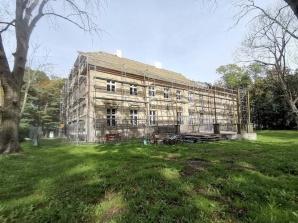 Zakończył się remont dachu zabytkowego budynku w Biskupicach