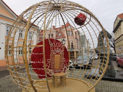 Świątecznie w Koninie. Na rynku stanęła już bombka i karoca
