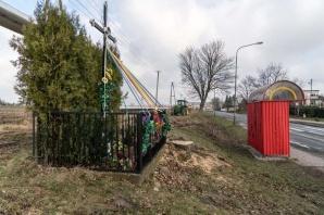 Konin. Kapliczka z historycznym krzyżem wróciła na ul. Kleczewską
