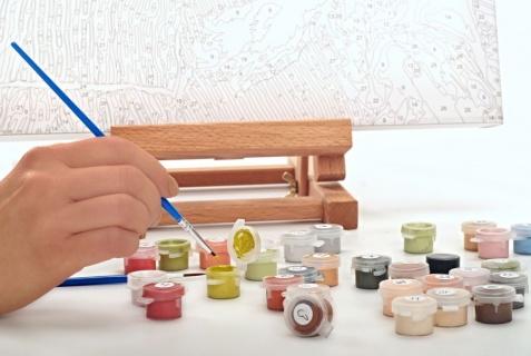 Pomysł na uniwersalny prezent, który sprawdzi się na urodziny, imieniny lub ślub – malowanie po numerach