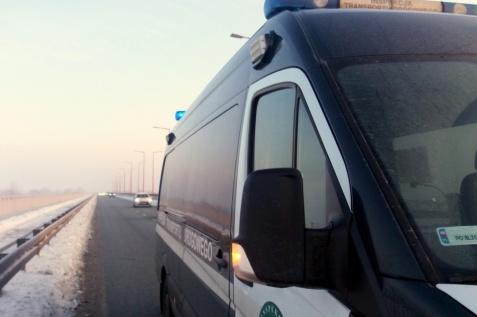 Awaria auta na Trasie Bursztynowej. Pomogli inspektorzy WITD