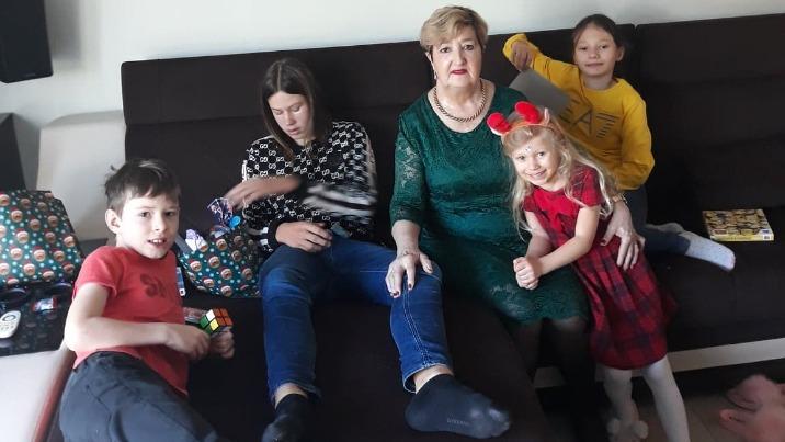 Krystyna Leśniewska z wnukami: Marcelem, Kacprem, Leną i Nataszą.