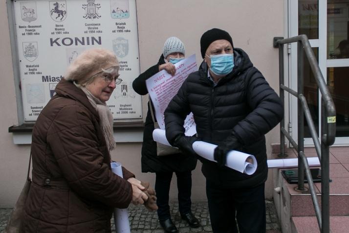Osada z nowym planem i ze starym studium. Mieszkańcy protestowali, grożą przyłączeniem się do gminy Krzymów