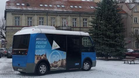 MZK testuje autobus elektryczny na uliczkach konińskiej starówki