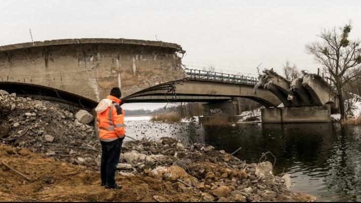 Konin. Rozebrano już część płyty głównej mostu w Bernardynce