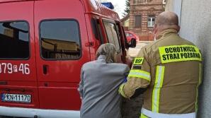 Strażacy pomagają seniorom dotrzeć na szczepienie przeciw COVID-19