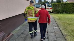 Pomagają seniorom dotrzeć do punktów szczepień przeciw COVID-19