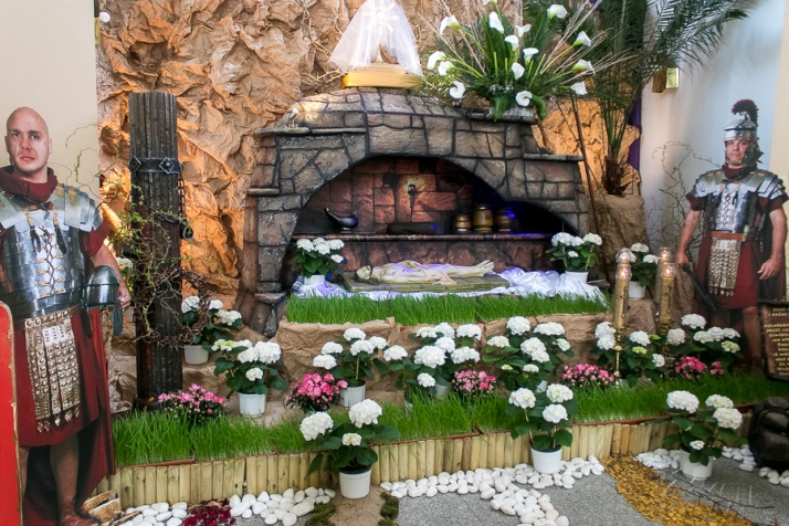 Groby Pańskie w kościołach, święcenie pokarmów na zewnątrz