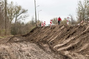 Konin. Trwa budowa ścieżki pieszo-rowerowej na ul. Jana Pawła II