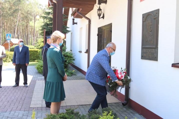 Rzgów. Złożyli kwiaty w 172 rocznicę urodzin Zofii Urbanowskiej