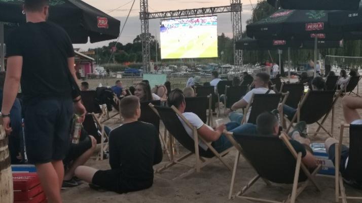 Mecz otwarcia Euro2020 na plaży w Ślesińskiej Strefie Kibica