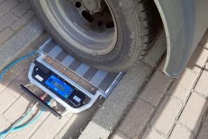 Zbyt ciężkie samochody na autostradzie A2 i drodze krajowej nr 92
