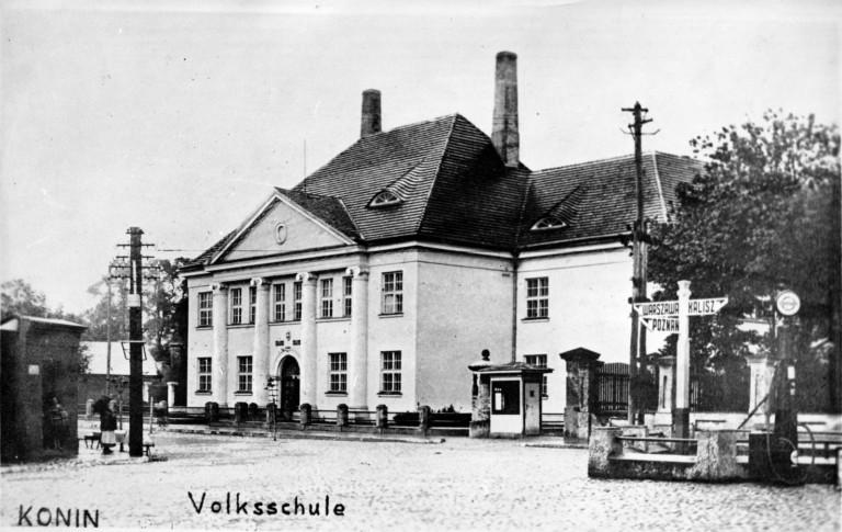 Po tajemniczym pożarze w 1945 roku przy Kolskiej wybudowano jeszcze większą szkołę