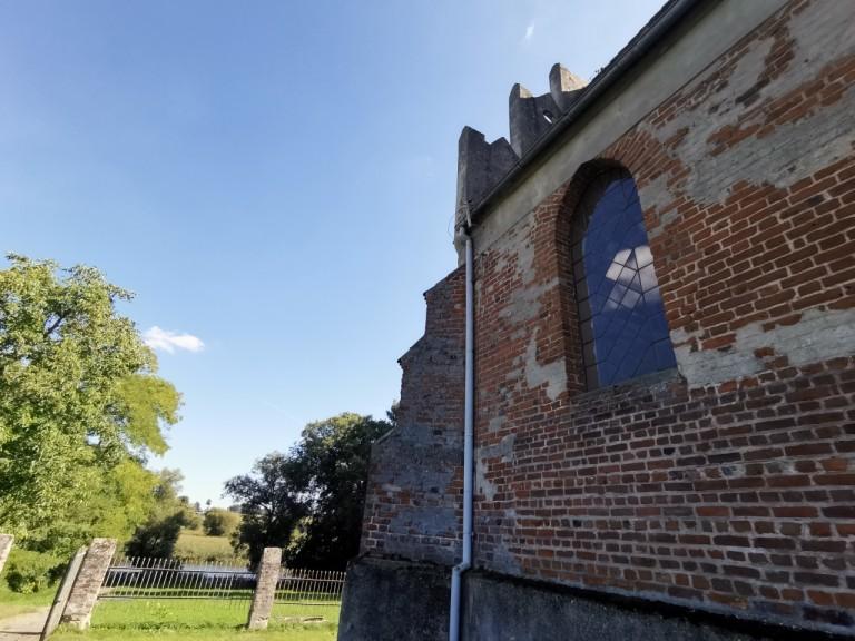 Najmniejsza miejscowość, czyli jedna posesja i zabytkowy kościół
