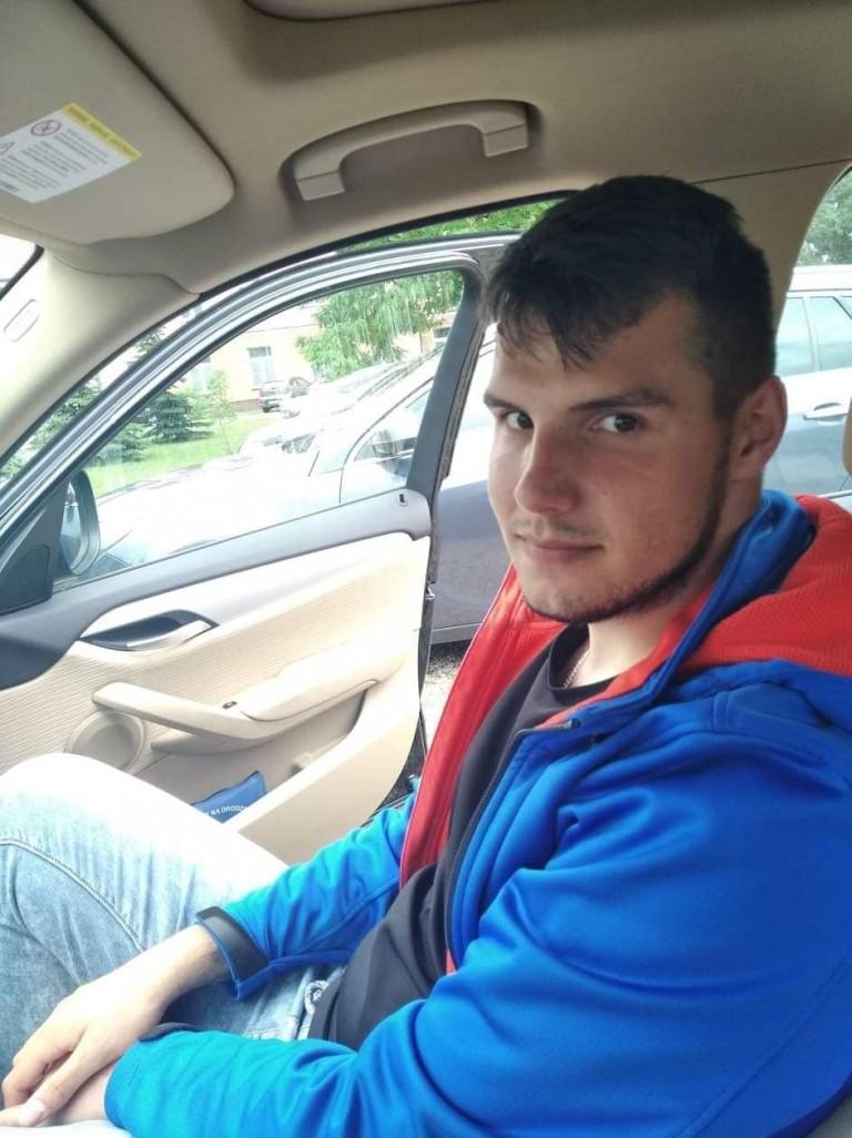 Wyjechał z domu i nie wrócił. Policja poszukuje 22-latka z gm. Osiek Mały