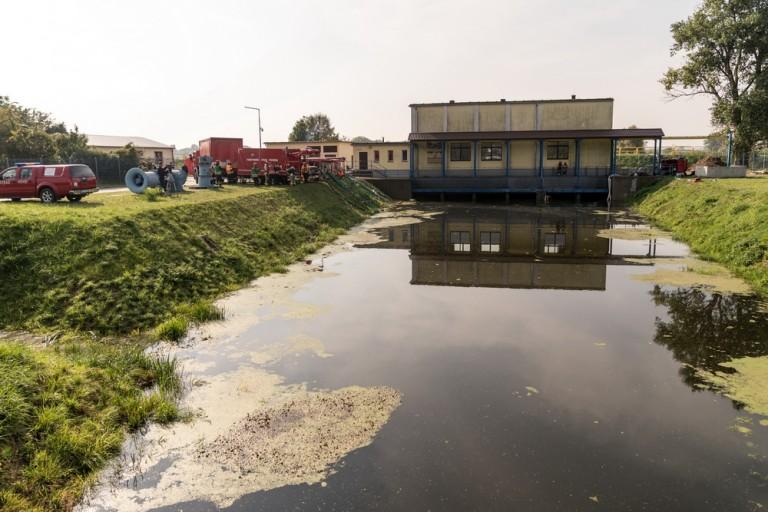 Ćwiczenia strażackie w razie powodzi