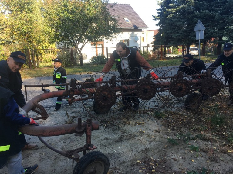 Zbierali złom Ruminie. Druhowie chcą kupić nowy wóz bojowy