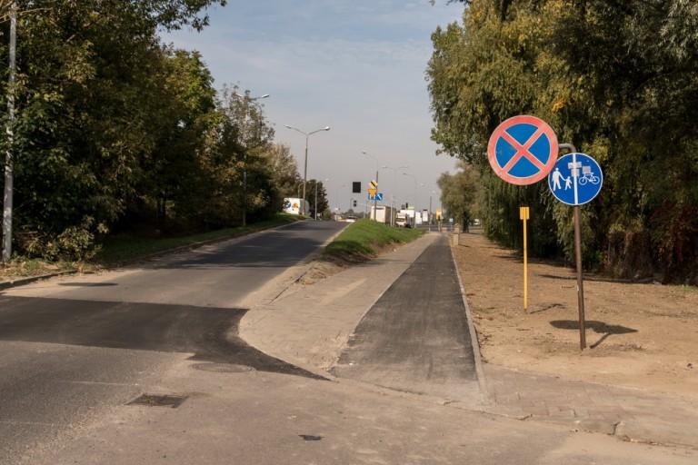 Konin. Asfaltowa ścieżka dla rowerzystów przy stadionie