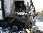 Ciężarówka w ogniu. Spłonęła całkowicie kabina samochodu