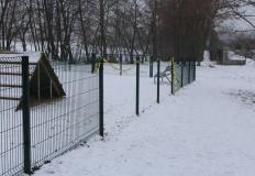Złodzieje próbowali ukraść ogrodzenie z wybiegu dla psów
