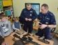 Konin. Policjanci i strażacy z pokazami dla dzieci z półkolonii