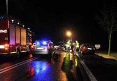 Cząstków. Zderzenie czołowe na drodze nr 92. Trzy osoby ranne