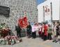 Konin. Złożyli kwiaty pod tablicą upamiętniającą ofiary katastrofy