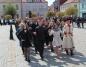 Konin. Maturzyści zatańczyli poloneza na placu Wolności