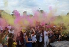Konin. Kolorowy festiwal i dobra zabawa przed amfiteatrem