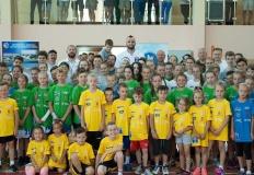 Dzieci żołnierzy z Powidza trenowały z Marcinem Gortatem