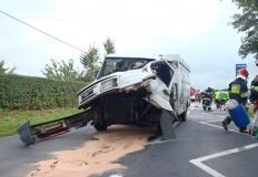 Ląd. Zderzenie samochodu ciężarowego z dostawczym przy stacji
