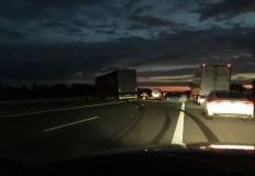 Wypadek na A2. Kompletnie pijany kierowca staranował barierki