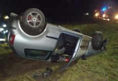 Wypadek w Borkach. W samochodzie uwięziony był mężczyzna