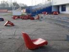 Konin. Wandale wyrwali krzesełka na stadionie. Straty na 1400 zł
