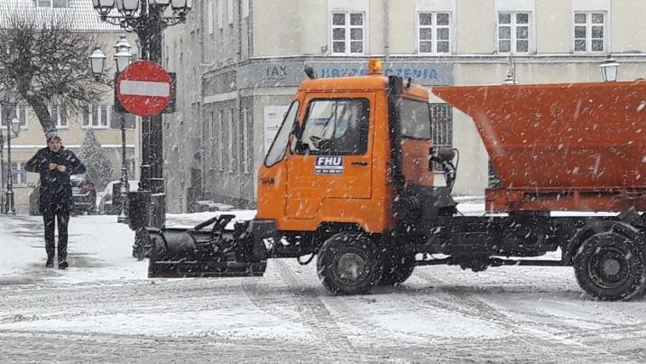 Zima jak zwykle zaskoczyła. Zimowe utrzymanie dróg i chodników
