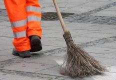 Odrabiają wyroki sprzątając miasto. Rekordowa liczba skazanych